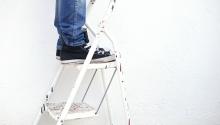 Cum să eviți accidentele atunci când trebuie să lucrezi cu o scară?