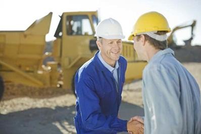 Muncitori si angajati multumiti