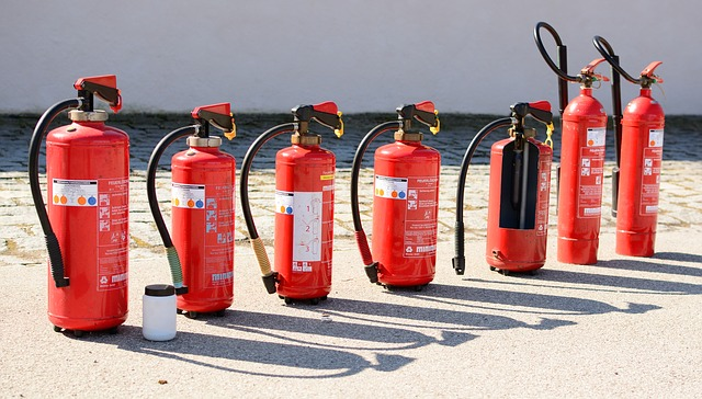 fire-extinguisher-712975_640